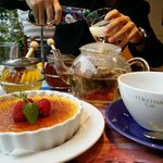 The amazing creme brulee, lavender tea and generous floral/raw honey!