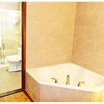 Ask about our specialty Jacuzzi En-suite rooms!