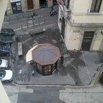 Vu de la petite place en bas de l'hotel