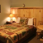 1 Queen Bed with a Maine Lodge Feel