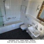 Nice bathroom in 405.