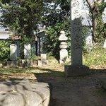 本薬師寺の石柱