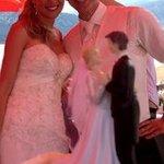 Wir mit Hochzeitstorte
