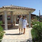 "Cinzia & Alby nel giardino curatissimo de ""I Graniti Sardi"""