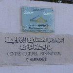 L'insegna della Villa e del Centro Culturale di Hammamet