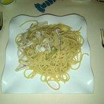 spaghettoni canocchie totani e carciofi