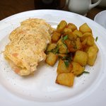 Smoked salmon omelet w/ cube potatoes