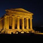 tempio della concordia by night