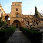Innenhof, hinten mit Kapelle
