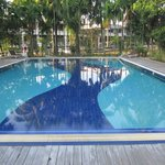 En mycket inbjudande pool vid Myanmar Life Hotel