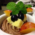 Mousse al cioccolato e piccoli frutti