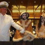 Der Captain mit seinen beiden Halloween-Mädels