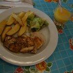 Plat enfant : poulet et frites maison (6€)