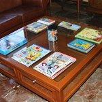 Zona de lectura y películas para los niños.