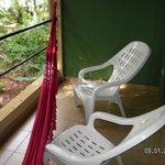 Hamaca Paraguaya y reposeras (hermosa vista)