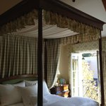4 poster king size canopy bed