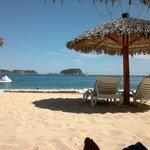 la playa donde se practican los deportes acuáticos