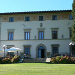 The Villa Campestri with the terrace ready for pranzo (lunch).