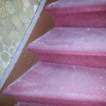 die Treppe zur ersten Etage