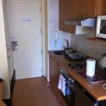 Cozinha e porta de entrada