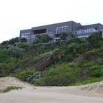 Blick auf die Lodge vom Strand