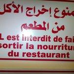 écriteau a l'entrée du restaurant