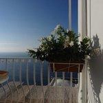 balconcino attrezzato per la prima colazione