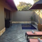 Suite, Pool