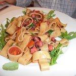 Pasta med bläckfisk och ruccola