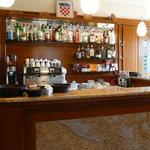 Die kleine Bar im Frühstücksraum