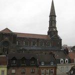 die Kirche, auf die ich aus meinem Fenster blicken konnte