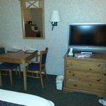 Télé à écran plat dans la chambre