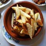 Tajine di pollo al limone con patatine fritte