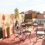 Petit dèj en térasse sur les toîts de Marrakech