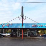 Love the vintage drive-in style!