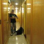 """Вот такой коридор на этаже после """"входа"""" в хостел"""