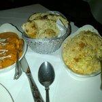 Tikka Massala, garlic bread y egg fried rice