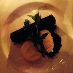 Десерт-сигара: банановый крем - мус в шоколадной сигаре:) плюс мороженное со вкусом табак)