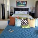 Bedroom and futon that face the beach