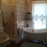 Saltbox Suite Bathroom