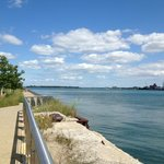 The views of the Detroit River Walk are relazing.