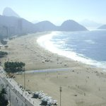 Vista da piscina para a praia de Copacabana