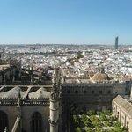 """Vista da torre """"Giralda"""" da catedral"""