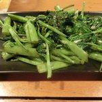 空芯菜だっけ?サイパンでとれた野菜の中華風炒め。ピリ辛でおいしい