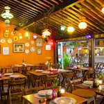 Pizzas artesanais, ambiente aconchegante, boa música, jovem energia!