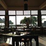restauracja z widokiem na plażę
