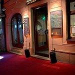 Foto de TWO FACES cocktail bar café