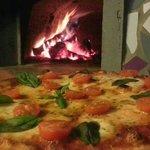 hummm!! que rica la pizza caprese