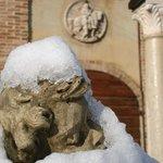Putto sotto la Neve all'ingresso degli Uffici