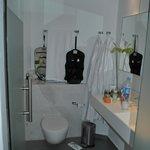 Das kleine Bad der völlig überteuerten Duplex-Suite